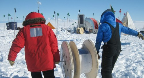 Antarctic Ice Gets Wired for Long-Distance Calls ? Ice Shelves & Antarctica ? Climate Change & Global Warming | LiveScience.jpg